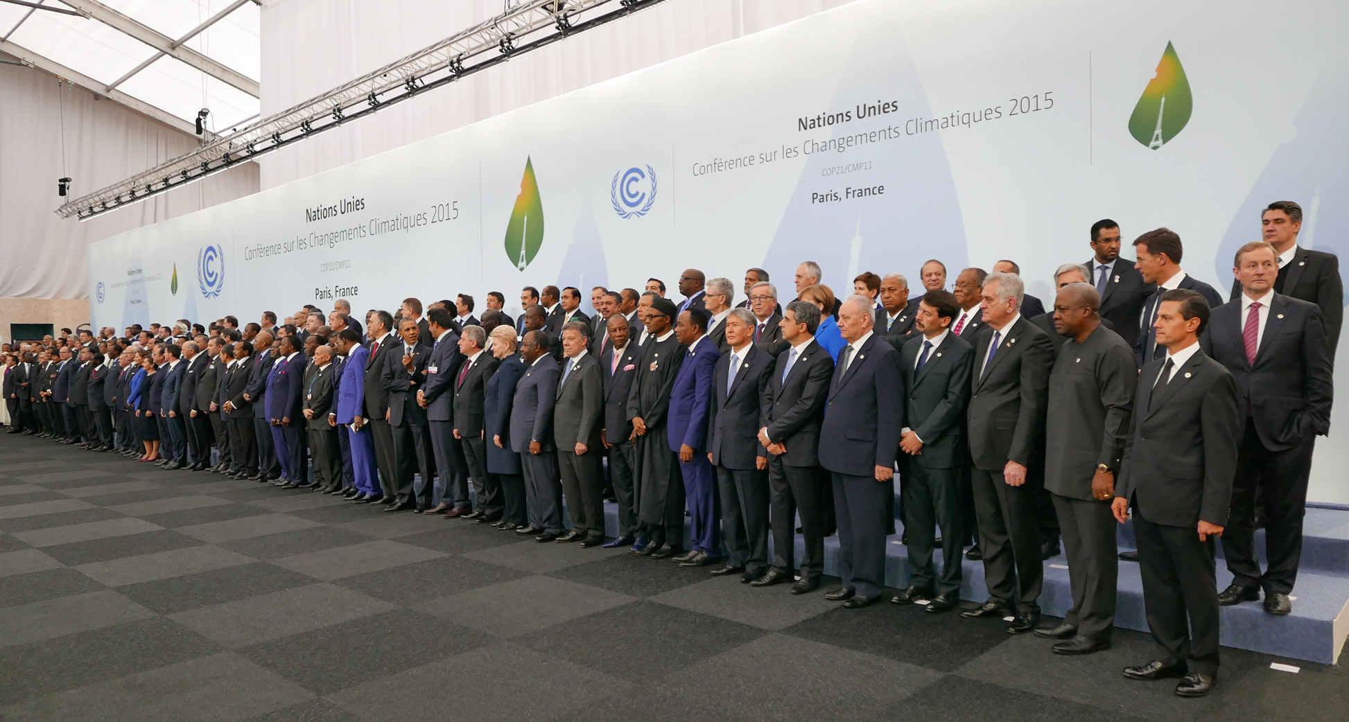 tutti gli esponenti dei paesi ratificanti, Obama esponente U.S.A. in prima fila nel mezzo
